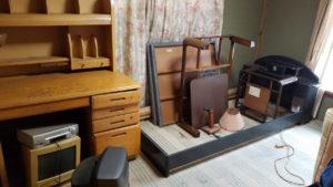 山梨県南都留郡で、タンス、ベッドなどの回収1