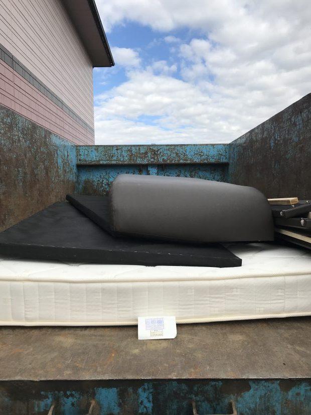 【南アルプス市】ベッドの回収☆短時間で作業が終わり、作業の早さにご満足いただけました!