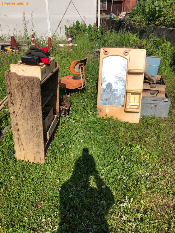 【甲府市】ミラー、椅子、棚、ほうき、プラスチックケース等の回収